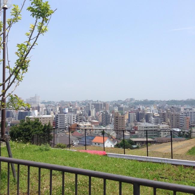 公園からは横浜の景色が見れたり、バスケットコートがあったりします^ ^